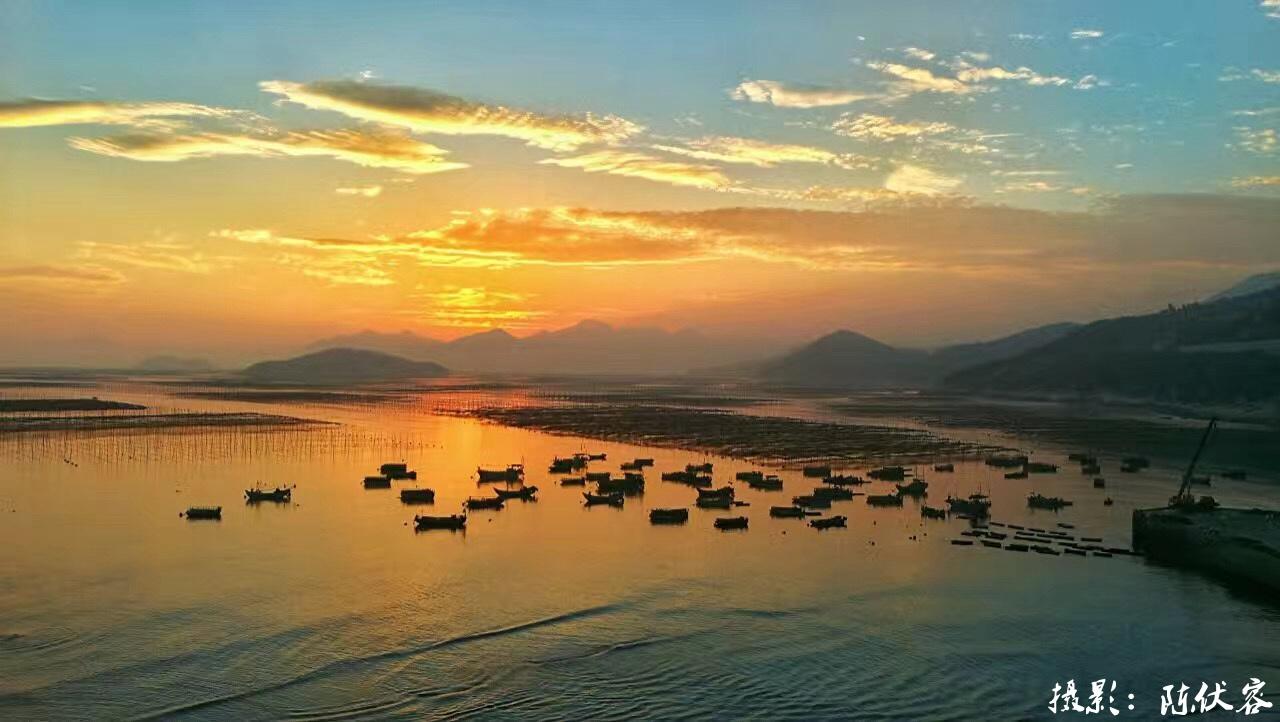 东吾洋内江有竹江岛屹立中流,海水风景优美,山色鲜明,水光潋滟,故称沙